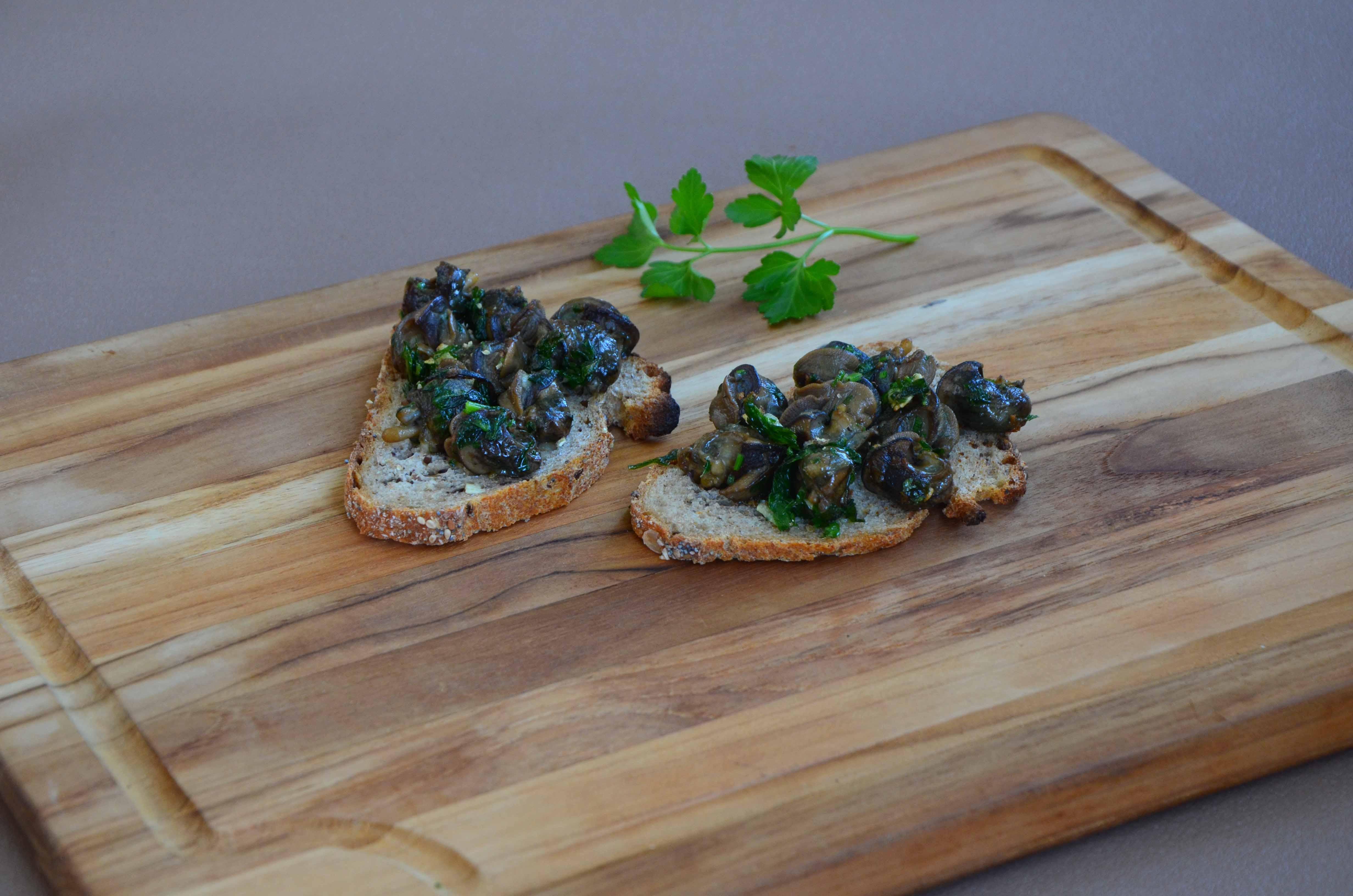 Tartines d'escargots poêlés